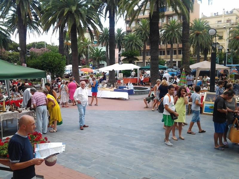 Loano domenica con antiquariato musica e danza for Mercatini antiquariato 4 domenica