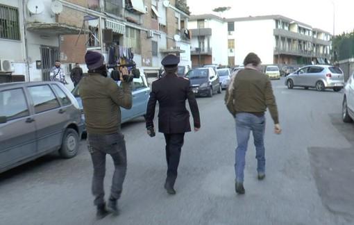 Blitz dei carabinieri a Napoli, smantellata la piazza dello spaccio che costò una violenta aggressione a Vittorio Brumotti