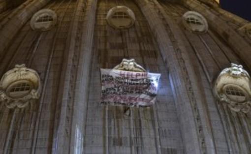 Appeso sulla Cupola di San Pietro: 30000 imprese balneari coinvolte
