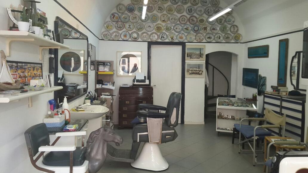 Tagli i capelli anche a livio garzanti da 48 anni a for Negozi arredamento casa savona