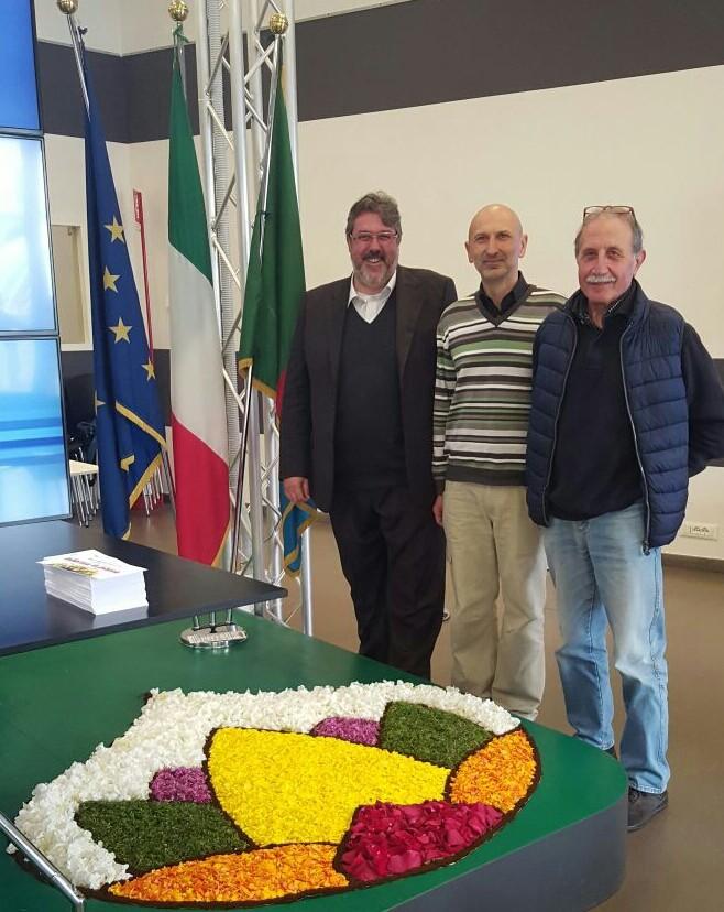 """Gli infioratori di Ranzi a Genova. Commenta orgoglioso Vaccarezza: """"Questa è #lamialiguria!"""""""
