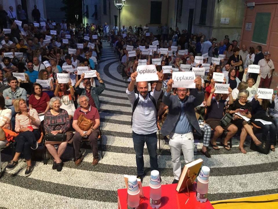 Paragone-Fusaro ad Albissola: niente applausi, ma cartelli per non sforare i decibel