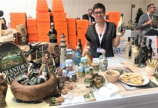 Serena Mela presso lo stand del Frantoio Sant'Agata in occasione dell'edizione 2019 del Merano Wine