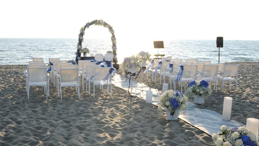 Matrimonio Spiaggia Albisola : Sposarsi come in beautiful ad albisola ora si può