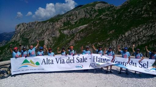 Dal casello di Limone Piemonte 1200 passaggi verso la Via del Sale: tanti i turisti stranieri (VIDEO)