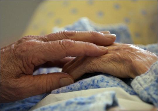 """Savona, alla libreria Ubik l'incontro """"Conoscere la sofferenza di chi assiste un malato d'Alzheimer"""""""