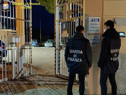 Minacce e insulti alla rsa di Varazze, per due oss disposto l'obbligo di permanenza nella provincia di Savona