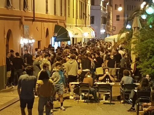 Savona, il sindaco firma l'ordinanza per la chiusura dei pubblici esercizi all'una di notte fino al 31 luglio