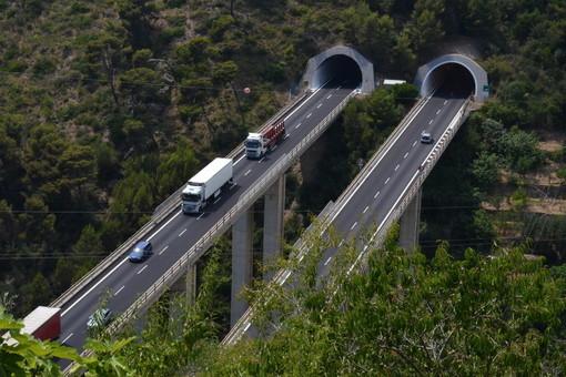 A10, lavori nelle gallerie Monte Grosso e Bracciale: chiusura notturna della tratta Pietra Ligure-Finale Ligure