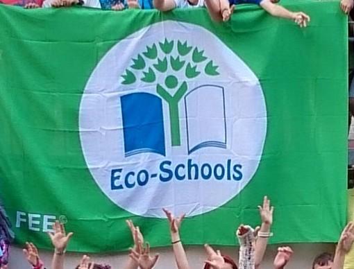 """Le scuole di Varazze ricevono la Bandiera Verde """"Eco-Schools"""""""