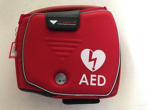 Bagni Grand Hotel ad Alassio: bagnino salva la vita col defibrillatore a un turista anziano
