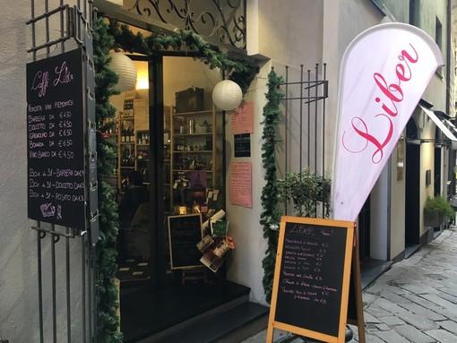 Savona, il caffè letterario Liber saluta le feste natalizie con l'Apericena della Befana