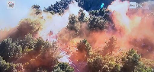 Milano-Sanremo: principio d'incendio per il lancio di fumogeni sul Berta, spento da un vigile del fuoco libero dal servizio