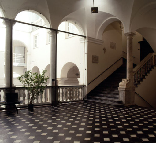 Savona, il 21 novembre inaugurazione dell'esposizione di fotografie di Hans Engels dedicate al Bauhaus