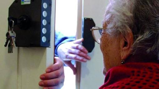 Millesimo, si finge addetto al controllo del Green Pass e alla sanificazione e truffa un'anziana