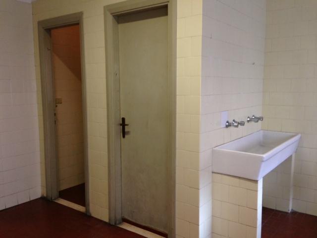 Itis savona togliere le porte dei bagni una - Porte per bagni ...