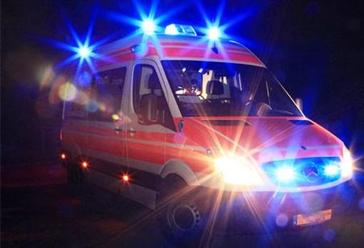 Borghetto S. Spirito, auto si schianta contro un semaforo in via Vittorio Veneto: soccorsi mobilitati