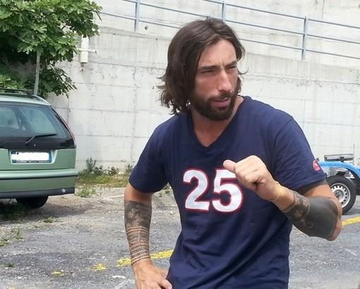 Brumotti accoltellato a Monza: lo salva il giubbotto antiproiettile