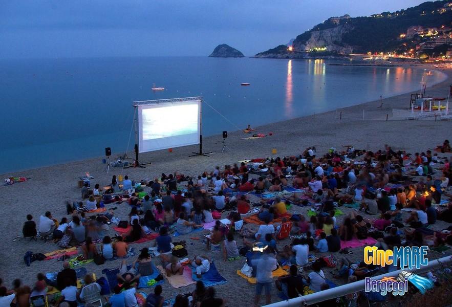 Matrimonio Spiaggia Bergeggi : Cinemare bergeggi martedi la proiezione del film di