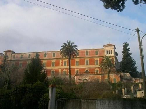 Danneggiamenti all 39 interno dell 39 ex convento a san fedele d for Interno a un convento