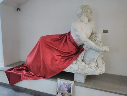 """Cairo, 'censurata' la statua di Epaminonda. Salvini: """"Solo a me questa sembra una follia?"""""""
