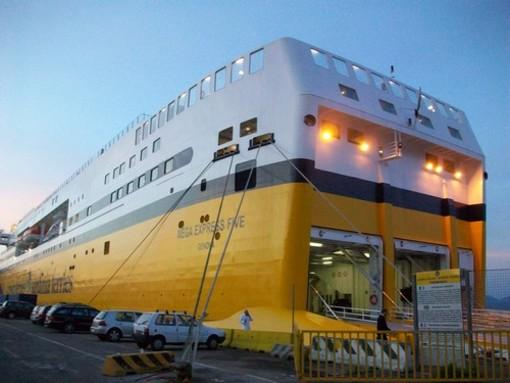 Traghetti e Navi che collegano il Porto di Savona con la Corsica