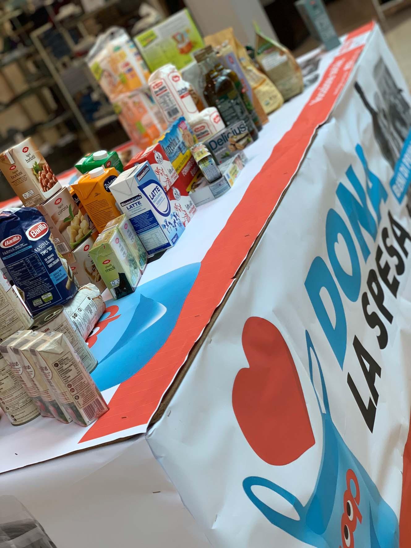 """""""Dona la spesa"""": quasi 1400 kg di prodotti raccolti dai volontari di Finale Ligure"""