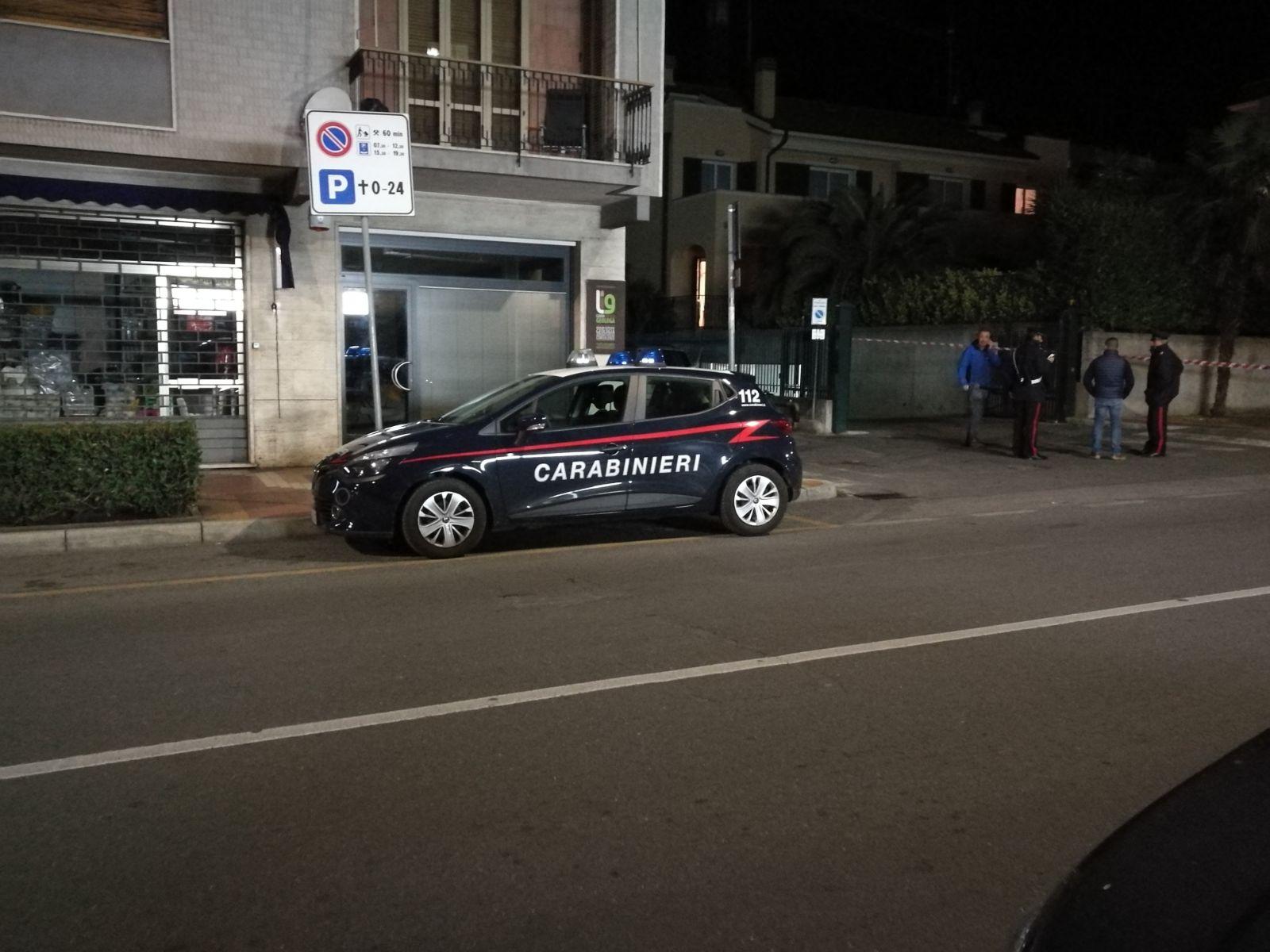 Tentato omicidio in un box a Loano: 23enne gambizzato con colpo di pistola