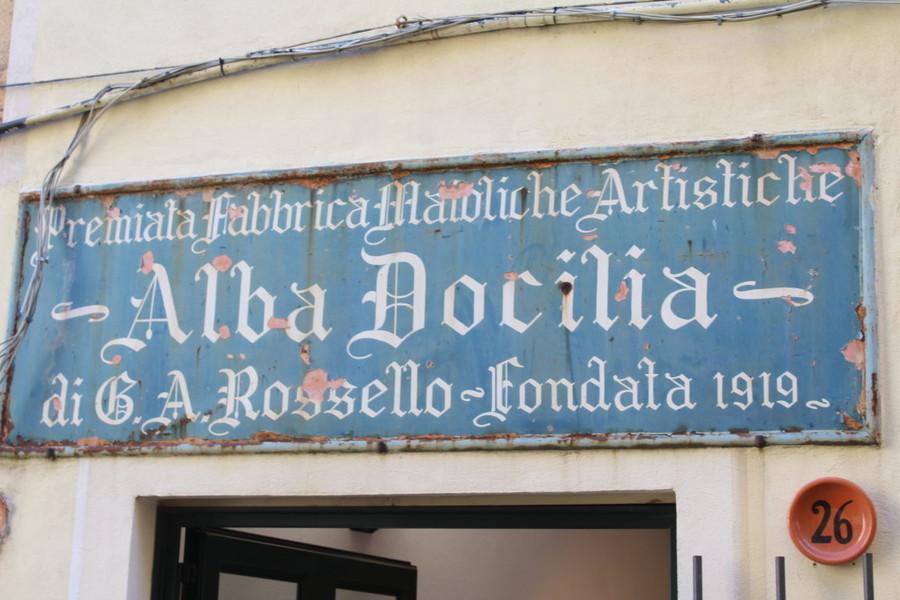 """La lotta all'inquinamento e alle plastiche in chiave albisolese. Alla Fornace Alba Docilia la mostra """"More clay, less plastic"""" - SavonaNews.it"""