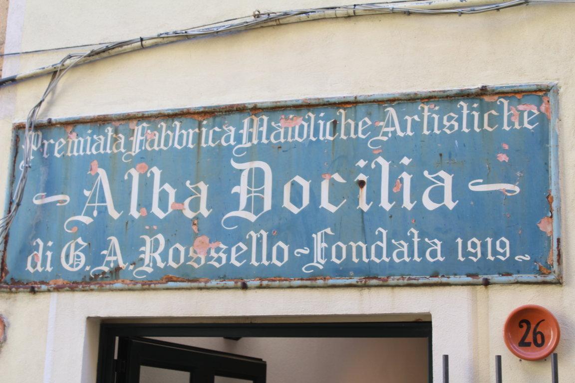 """Albissola Marina: inaugura la prima mostra alla Fornace Alba Docilia: """"Gli stili di Albisola"""""""