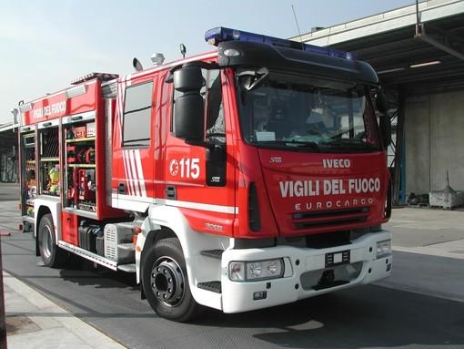 Spotorno, incendio di sterpaglie in località Mascabruciata