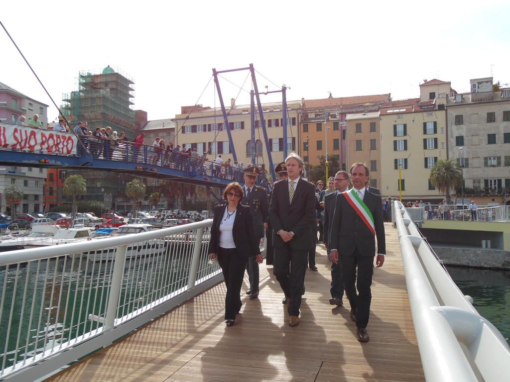 Savona domani l intitolazione del ponte mobile a sandro for Mobile a ponte
