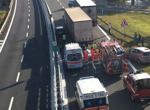 Incidente mortale sulla A10 Savona-Ventimiglia all'altezza di Imperia Ovest: perdono la vita due motociclisti francesi