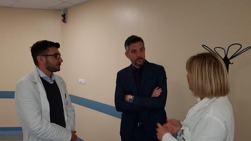 Andrea Melis in una recente visita all'ospedale San Paolo di Savona