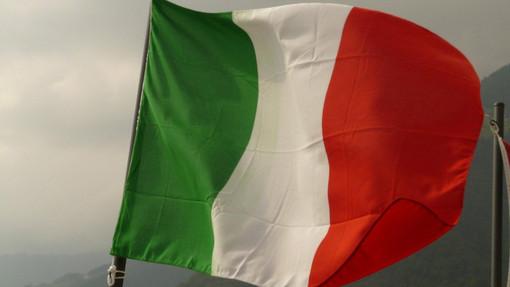 Coronavirus, alle 12.00 minuto di silenzio e bandiere dei comuni italiani a mezz'asta