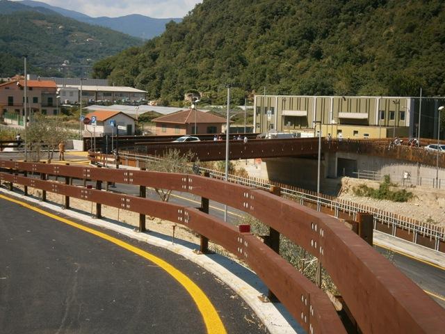 Finale ligure illeciti per la costruzione del ponte sul for Cabine sul bordo del fiume