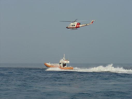 Motore in avaria al largo Varigotti, barca rischia affondare