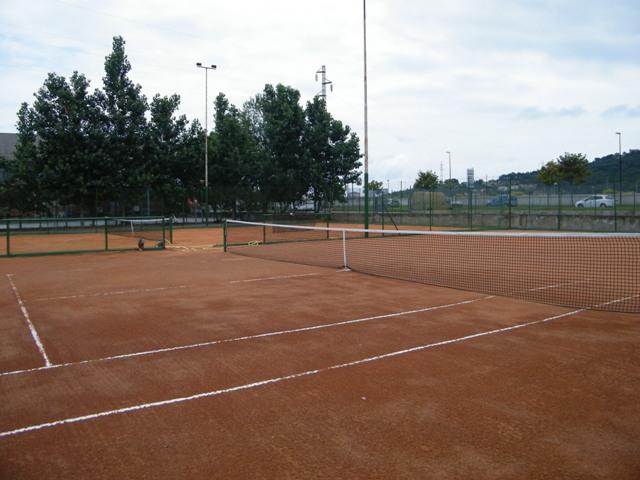 Albenga nuovo impianto di illuminazione per i campi da tennis