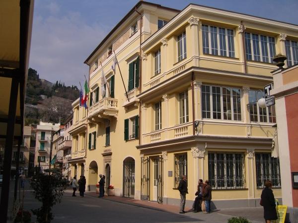 Regolamento edilizio di Pietra Ligure: il sindaco precisa le motivazioni del Consiglio comunale urgente e risponde alle polemiche