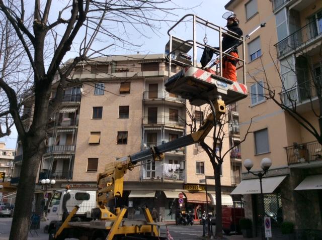 Ad albenga proseguono i lavori di manutenzione del verde for Giardinieri genova