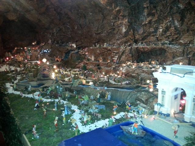 Finale ligure un presepe da record con la croce bianca allestita una grotta di 40 mq - Mobili finale ligure ...