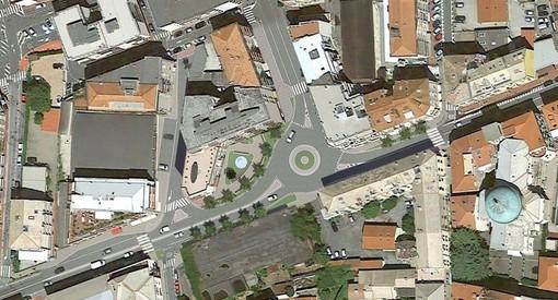Albisola, pronta per essere installata la nuova rotatoria sperimentale in piazza Dante tra corso Mazzini e corso Ferrari