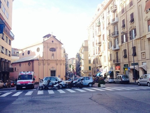 Savona, rissa al kebab di corso Viglienzoni: un ferito trasportato in ospedale