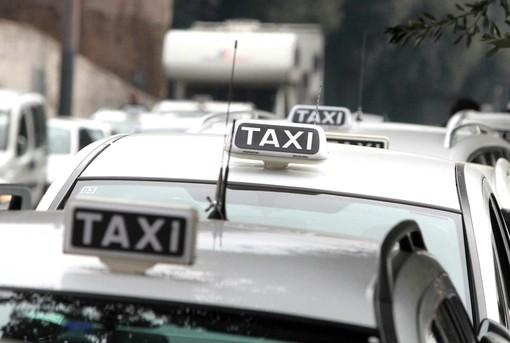 Regione, approvato il bando per la concessione di contributi per la riqualificazione del servizio di trasporto pubblico dei taxi