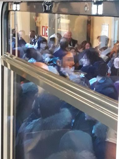 """""""Pagare il biglietto del treno per fare due ore di viaggio inscatolati come sardine!"""""""