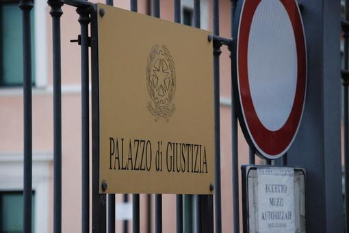 Si è masturbato sul pullman della linea Sanremo-Taggia davanti a due ragazzine. 54enne condannato a quattro mesi di carcere