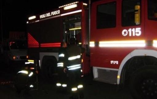 Alassio, cassonetto a fuoco sull'Aurelia: intervento dei vigili del fuoco