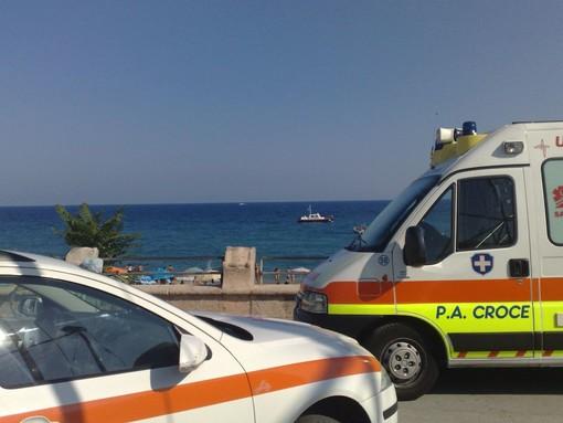 Zinola: donna accusa malore in mare, gravissime le sue condizioni