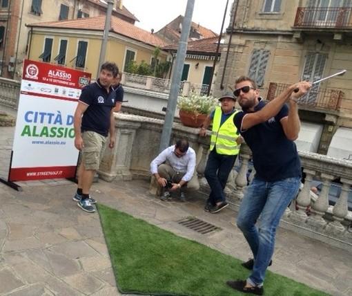 """Si apre con il sole il """"1° Challenge Alassio Street Golf"""""""
