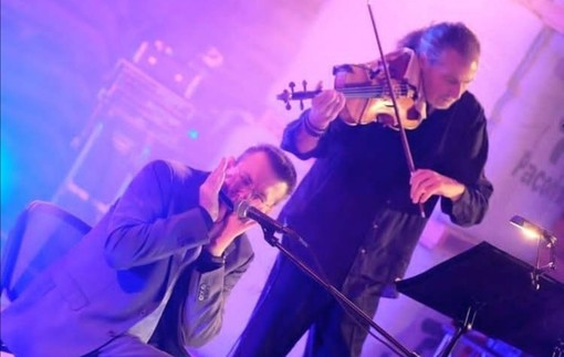 Barocco e Blues ad Albissola Marina, l'armonica di Fabrizio Poggi incontra L'Across Duo in Piazza Della Concordia